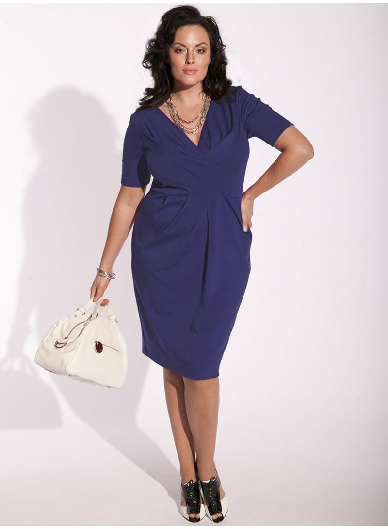 Фасон трикотажного платья для полных женщин – фото новинки сезона