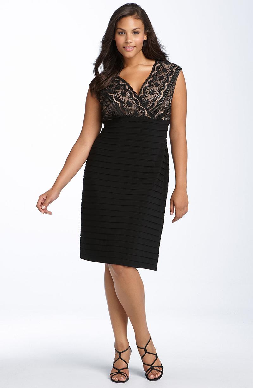 Модель платья для полных женщин с декоративной линией под грудь
