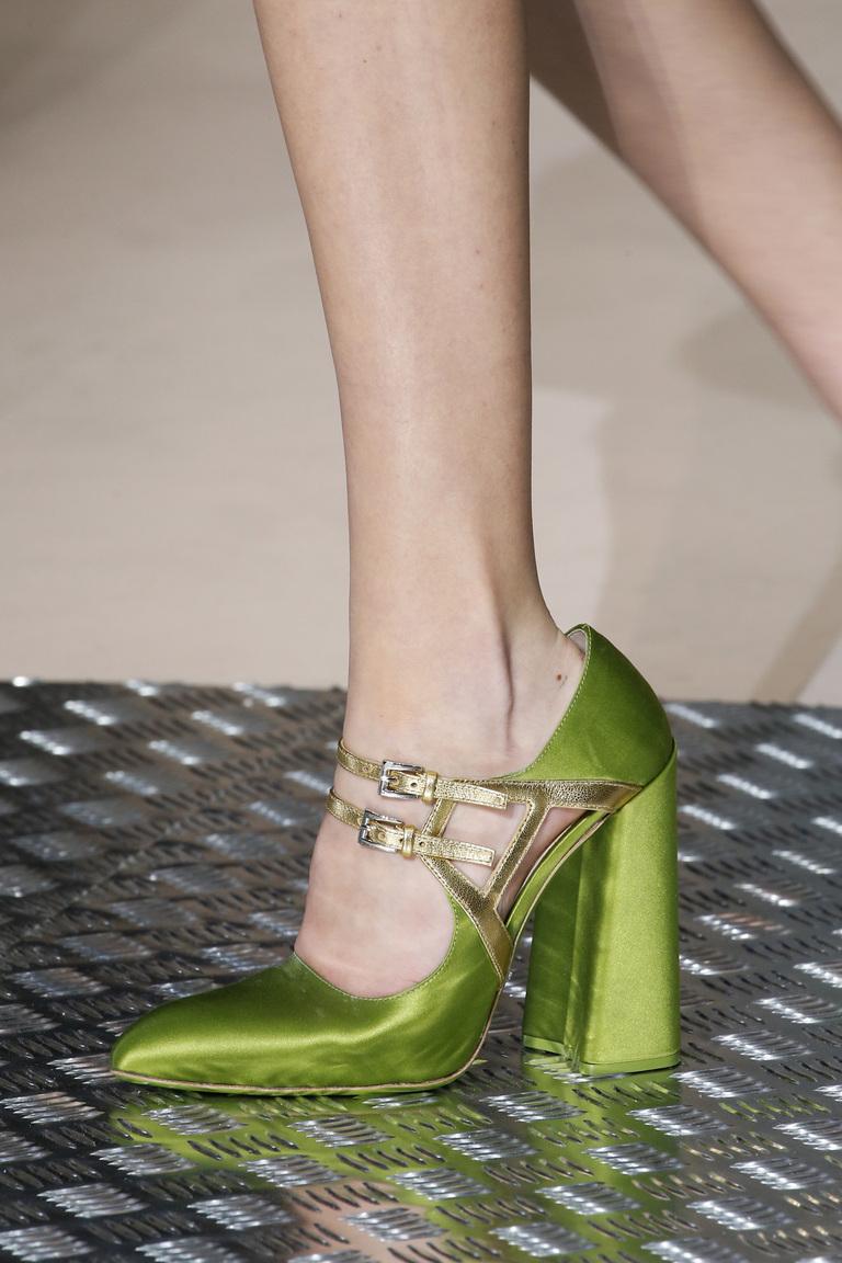 Блестящие зеленые модные туфли зима 2016 - фото новинки в коллекции Prada