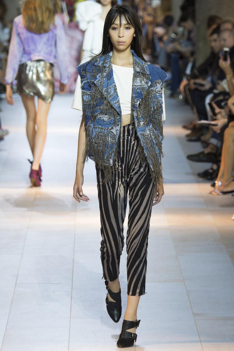 Модная жилетка с бахромой – мода 2016 фото Roberto Cavalli
