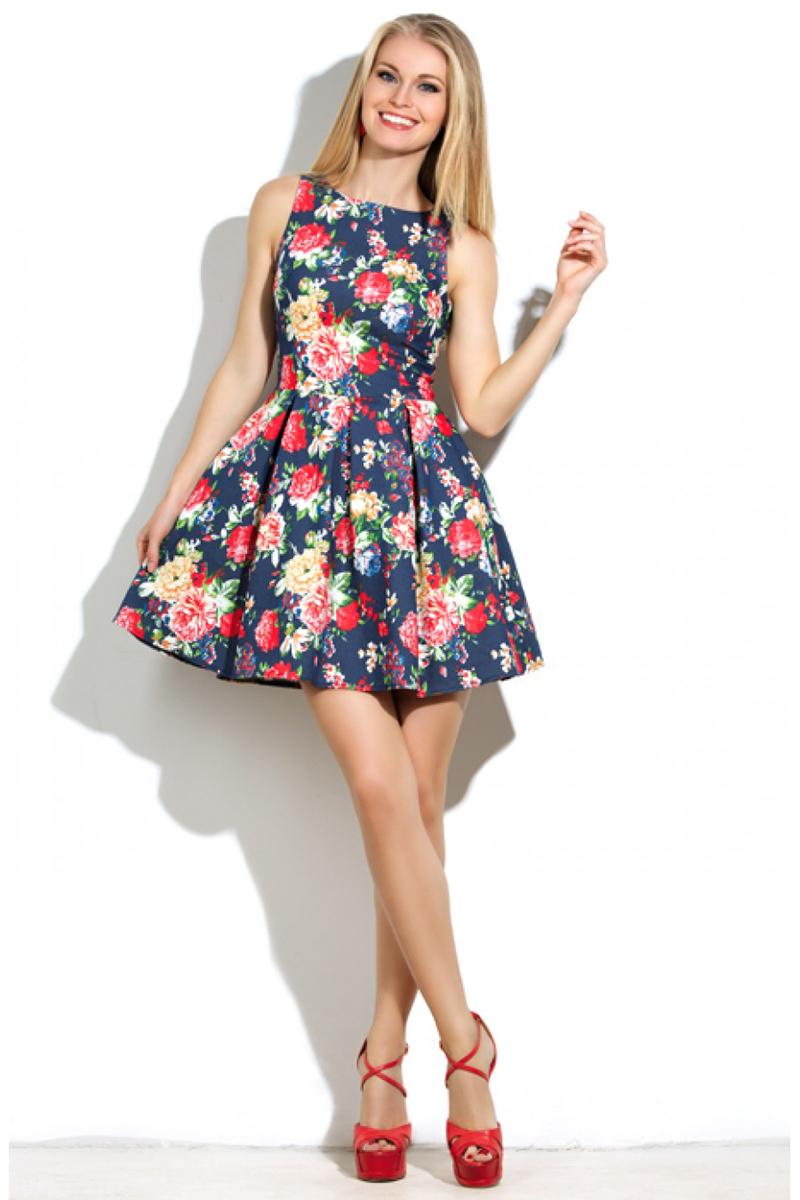 Модное пышное бело-синее платье с цветами – фото новинка сезона