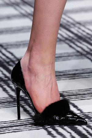 Модные туфли на шпильке с мехом модель осень-зима 2015-2016 фото Balenciaga