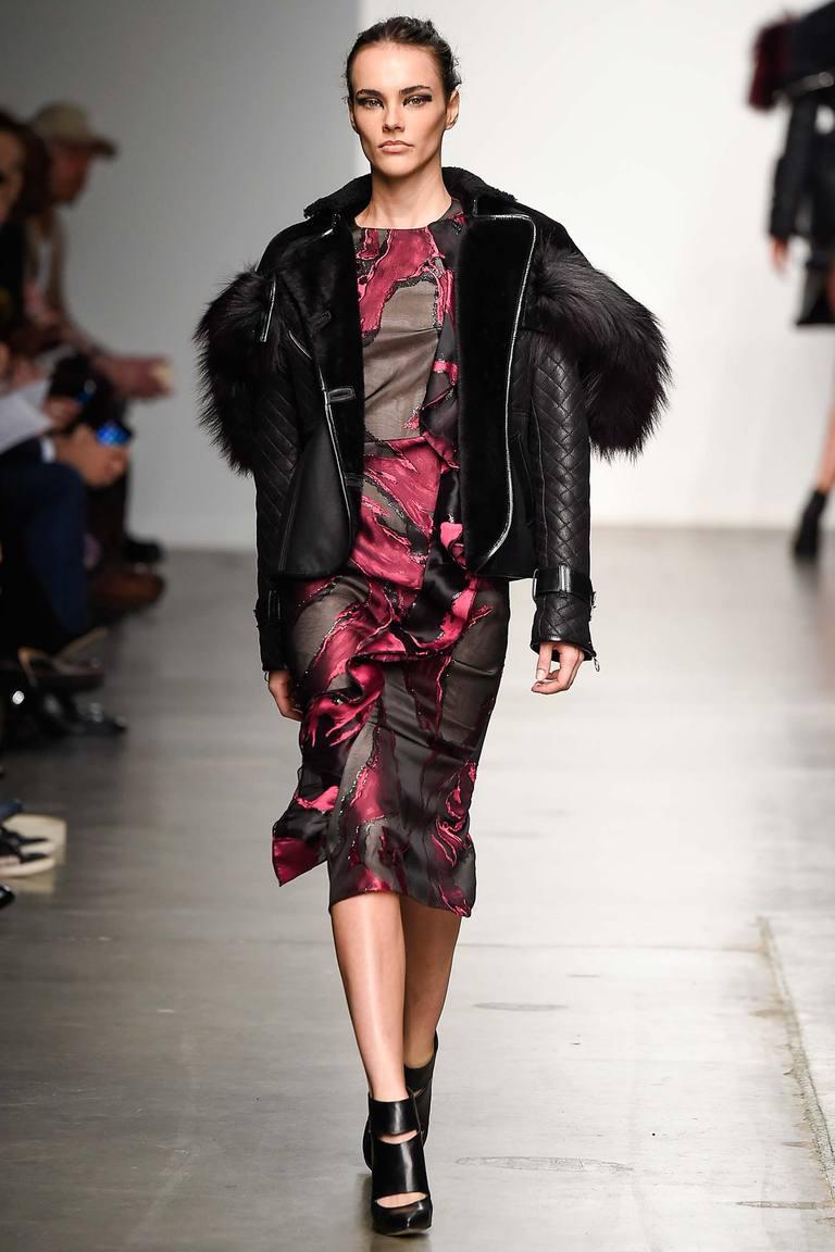 Короткая модная шуба в виде пиджаки осень-зима 2016 фото Brandon Sun