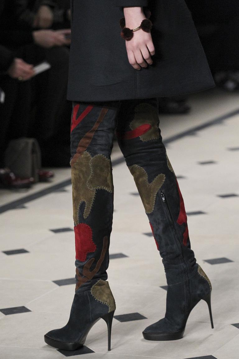 Модные облегающие сапоги на высоком каблуке фото осень-зима 2015-2016 Burberry Prorsum