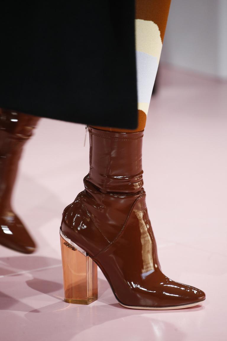 Коричневые зимние сапоги в сезона зима 2016 – фото новинка в коллекции Christian Dior