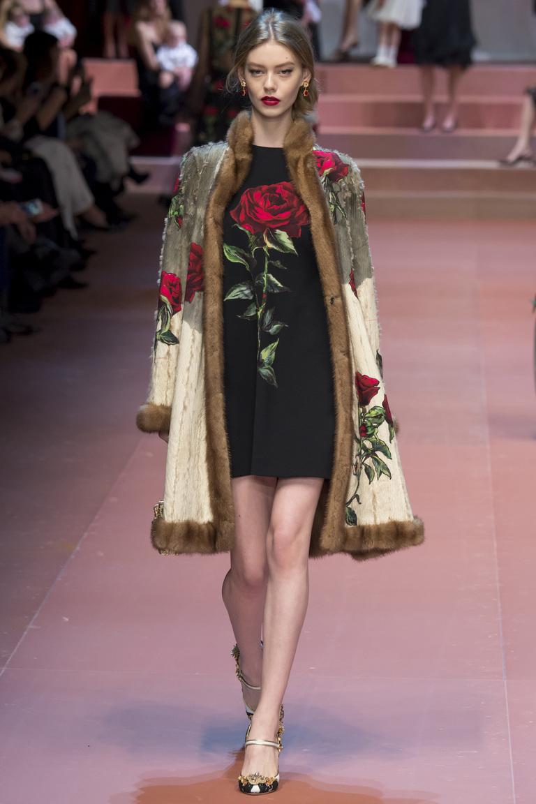 Модная шуба с цветами осень 2015 - зима 2016 - фото новинка в коллекции Dolce & Gabbana