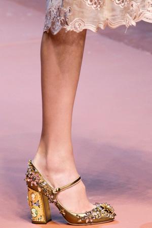 Золотые туфли мода фото осень-зима 2015-2016 – Dolce & Gabbana