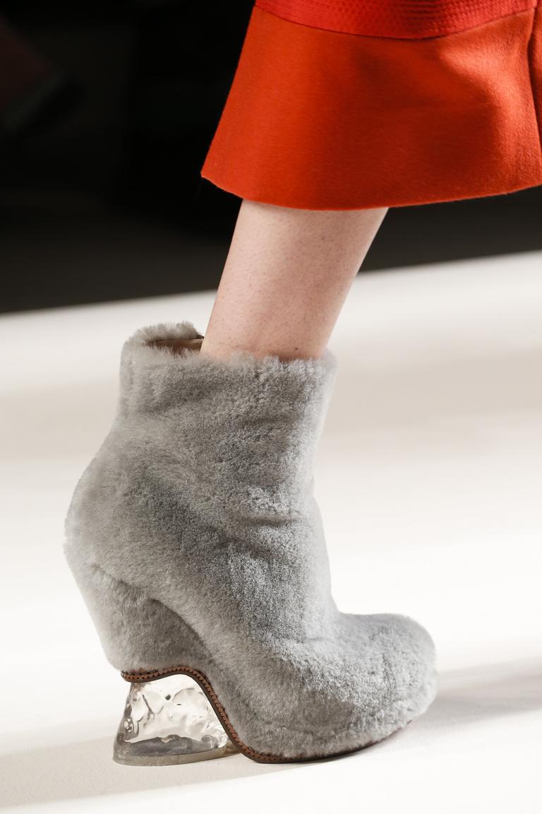 Меховые модные сапоги осень-зима 2015-2016 - фото новинка в коллекции Fendi