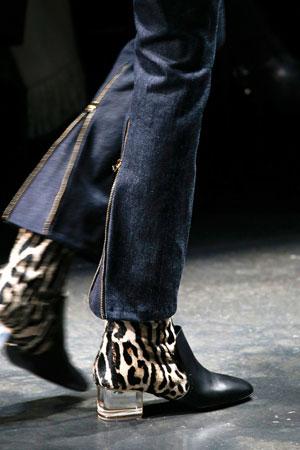Леопардовые ботинки – модная модель осень-зима 2015-2016 фото Roberto Cavalli