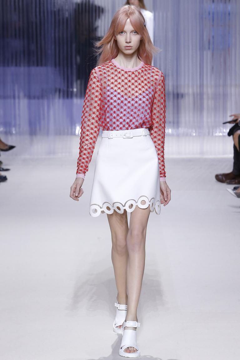 Красная модная кофта 2016 заправлена в белую юбку – фото коллекции Carven