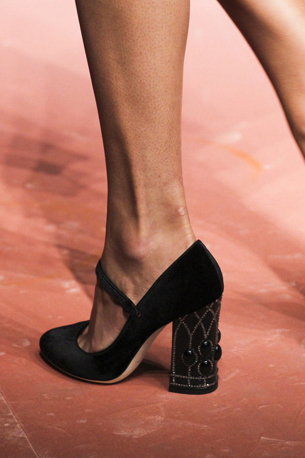 Модные туфли 2016 с декором каблука – фото Dolce & Gabbana