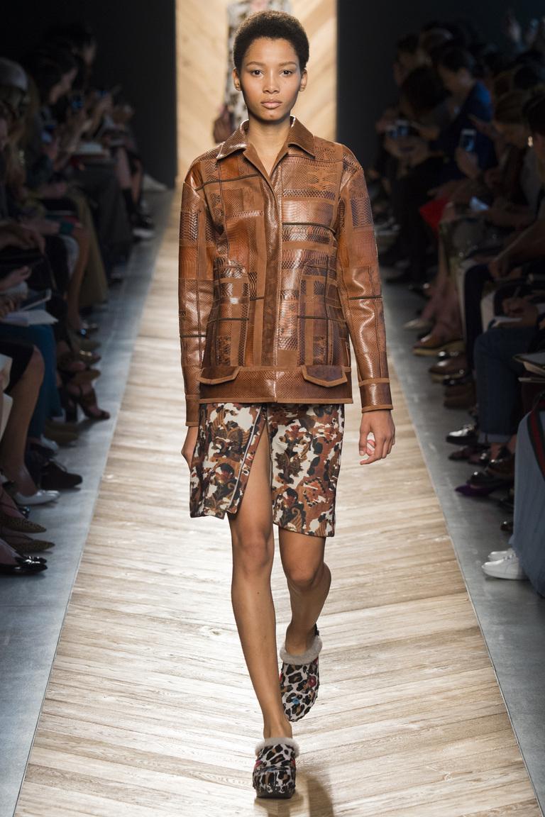 Коричневая кожаная куртка 2016 – фото Bottega Veneta