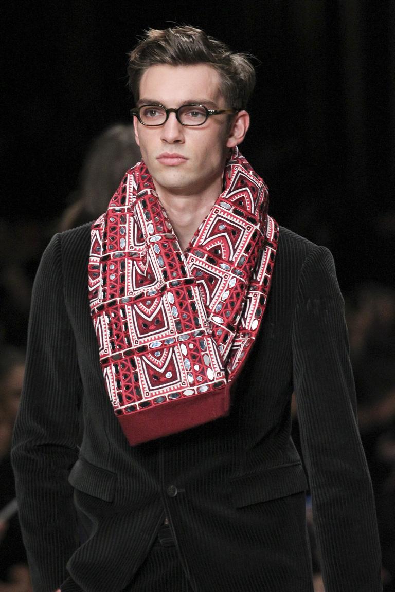 Как красиво завязать шарф мужчине – коллекция Burberry Prorsum