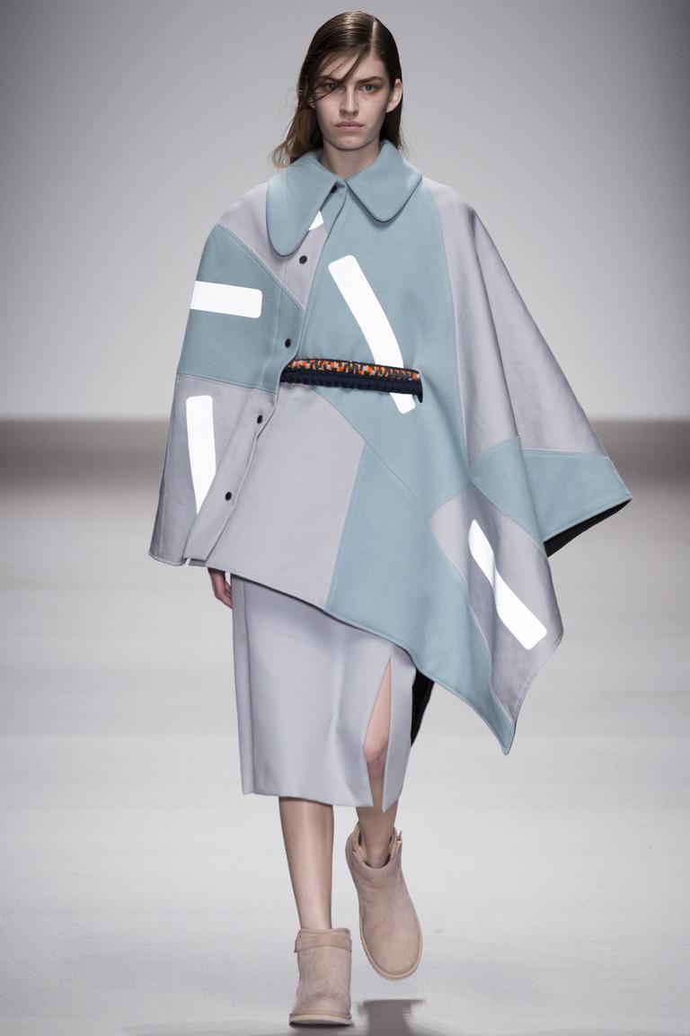Пончо-пальто 2016 – коллекция Christopher Raeburn