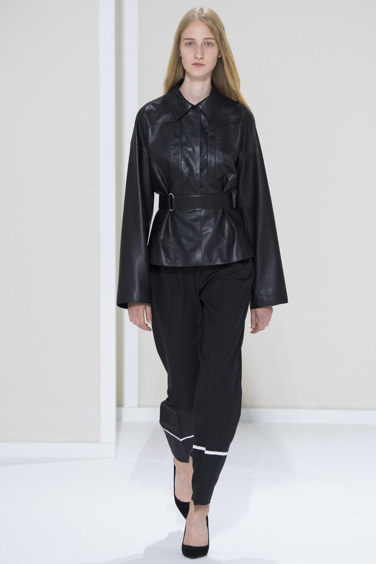 Модная кожаная куртка 2016 с расклешенными рукавами – фото Hermès