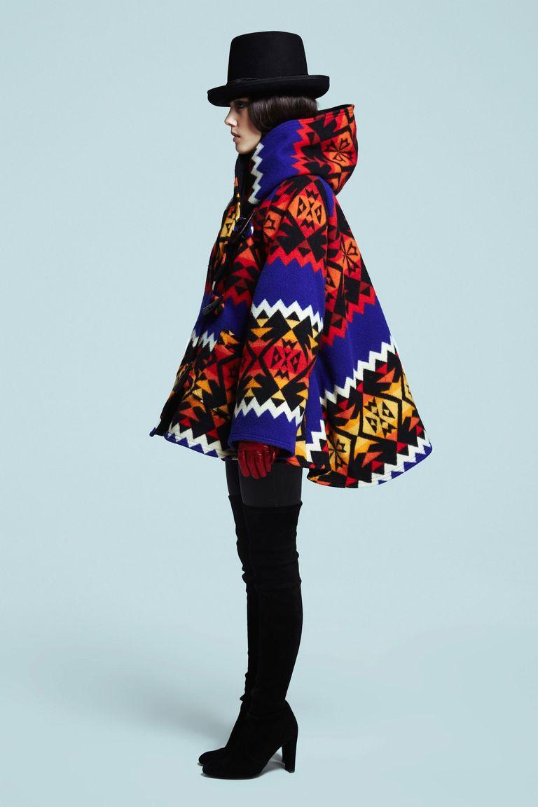 Модное пальто-пончо с капюшоном – фото Lindsey Thornburg