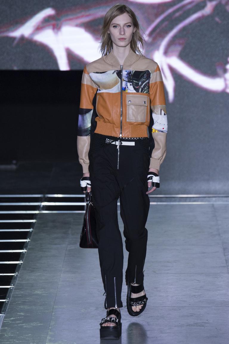 Разноцветная модная кожаная куртка 2016 – фото Louis Vuitton