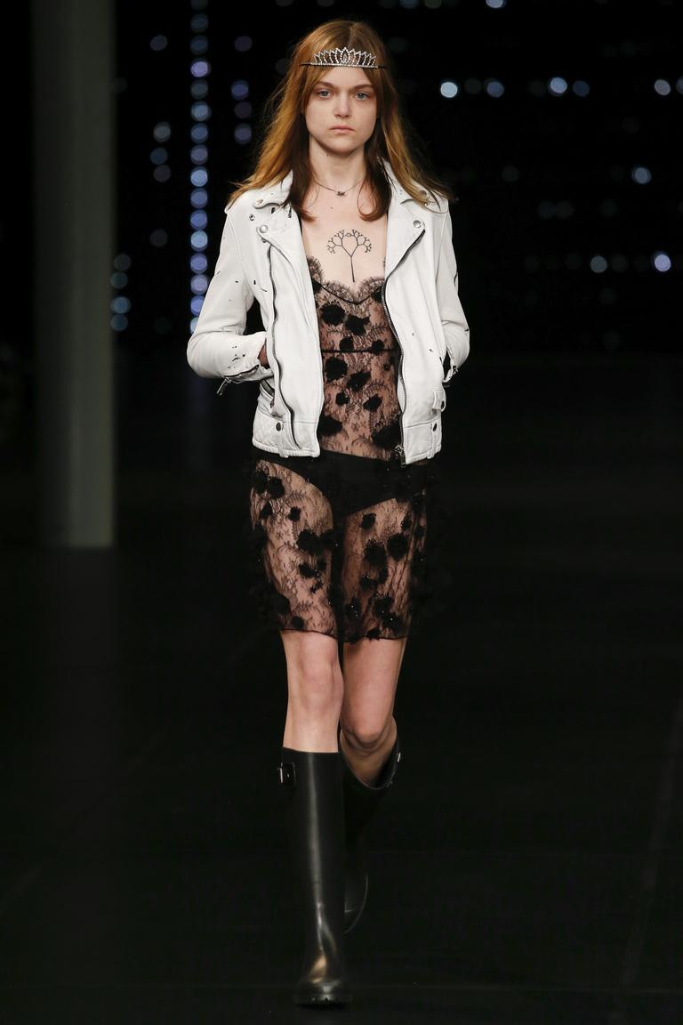 Модная белая кожаная куртка 2016 – фото Saint Laurent