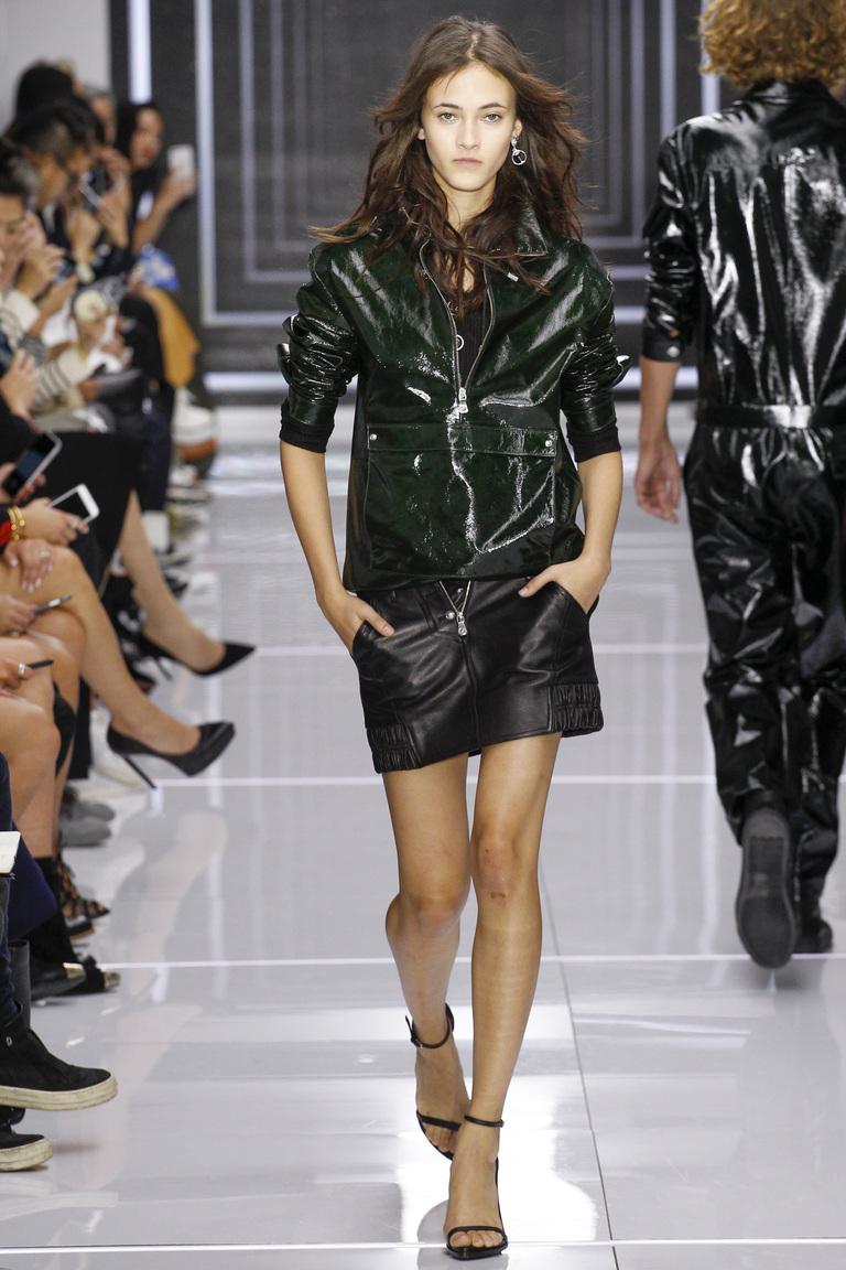 Фото модной кожаной куртки 2016 – коллекция Versus весна-лето 2016