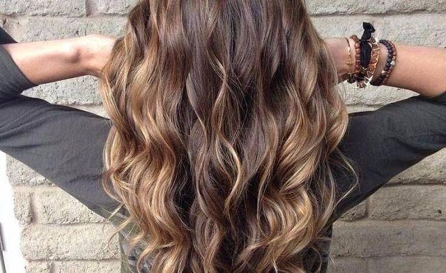 Волнистые волосы: укладки с распущенными волосами