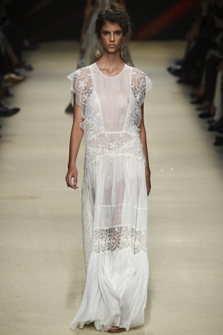 Длинное белое платье 2016 – фото новинки от Alberta Ferretti