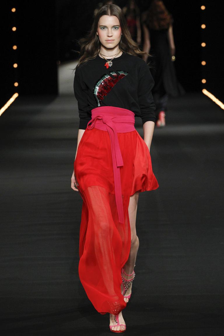 Красная модная длинная юбка 2016 с разрезом по ноге – фото новинка Alexis Mabille