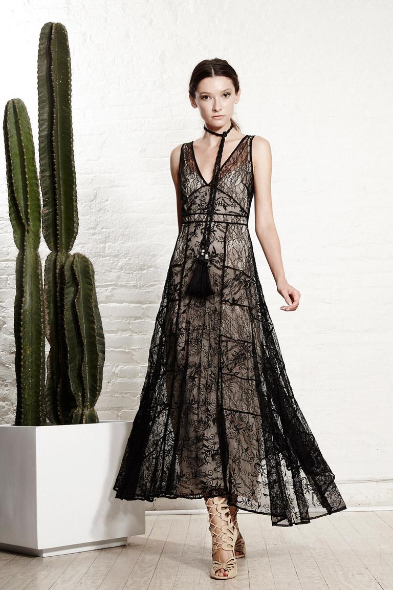 Черное кружевное платье 27 фотография