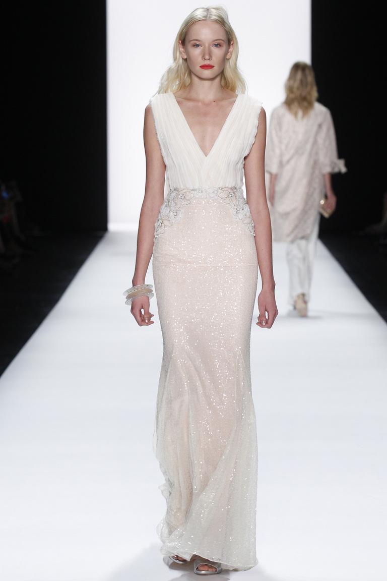 Фото модного длинного белого платья 2016 года – фото коллекции Badgley Mischka