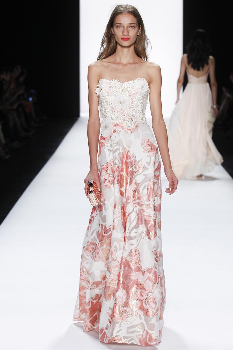 Белое модное платье 2016 с розовым узором – фото новинки от Badgley Mischka