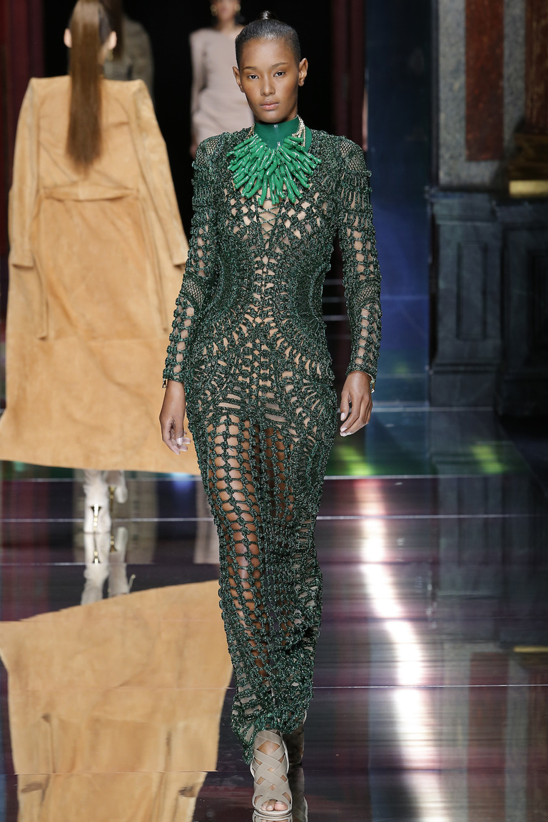 Зеленое роскошное длинное кружевное платье 2016 – фото новинки от Balmain