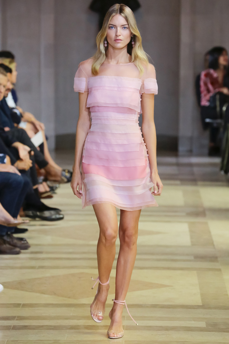 Фото модного розового коктейльного платья 2016 – фото новинки от Carolina Herrera