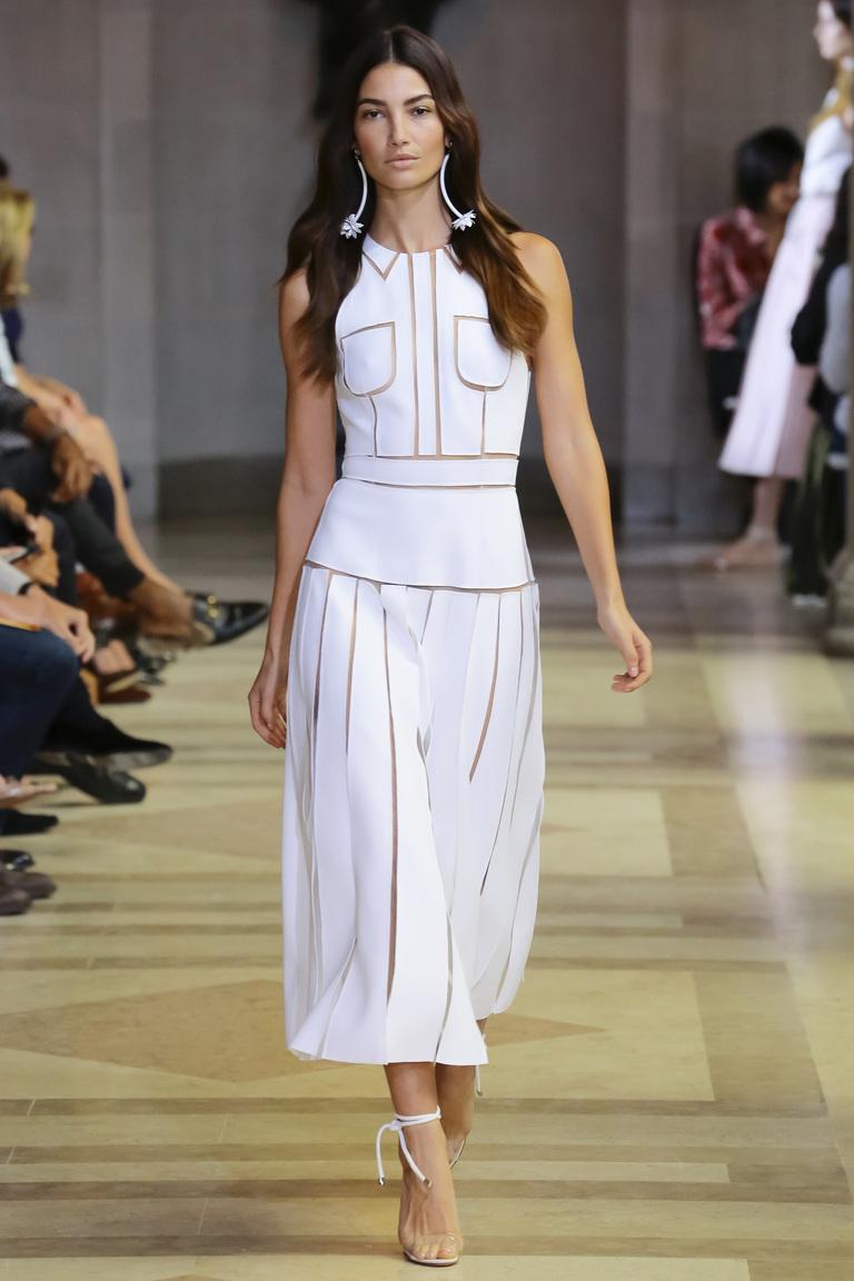 Белое модное платье 2016 года – фото новинки в коллекции Carolina Herrera