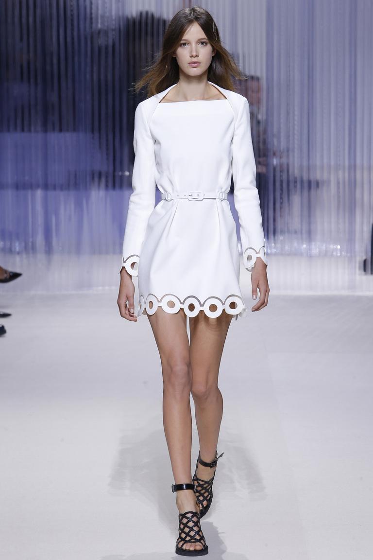 Модное белое платье 2016 года с длинными рукавами – фото новинка от Carven