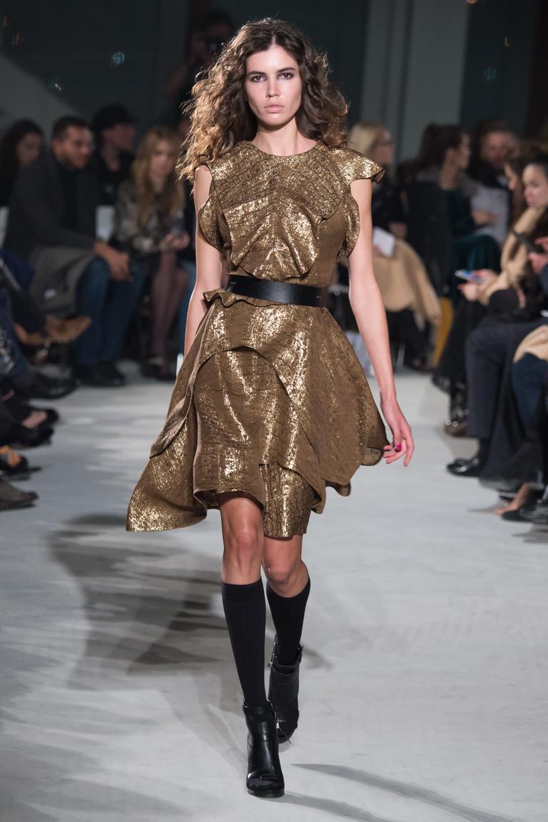 Модное коктейльное платье 2016 золотистого цвета – фото новинки от Chapurin
