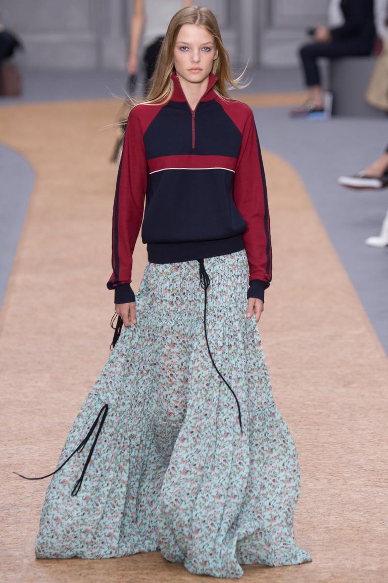 Модный свитер 2016 в стиле олимпийки с длинной юбкой – фото новинка от Chloé