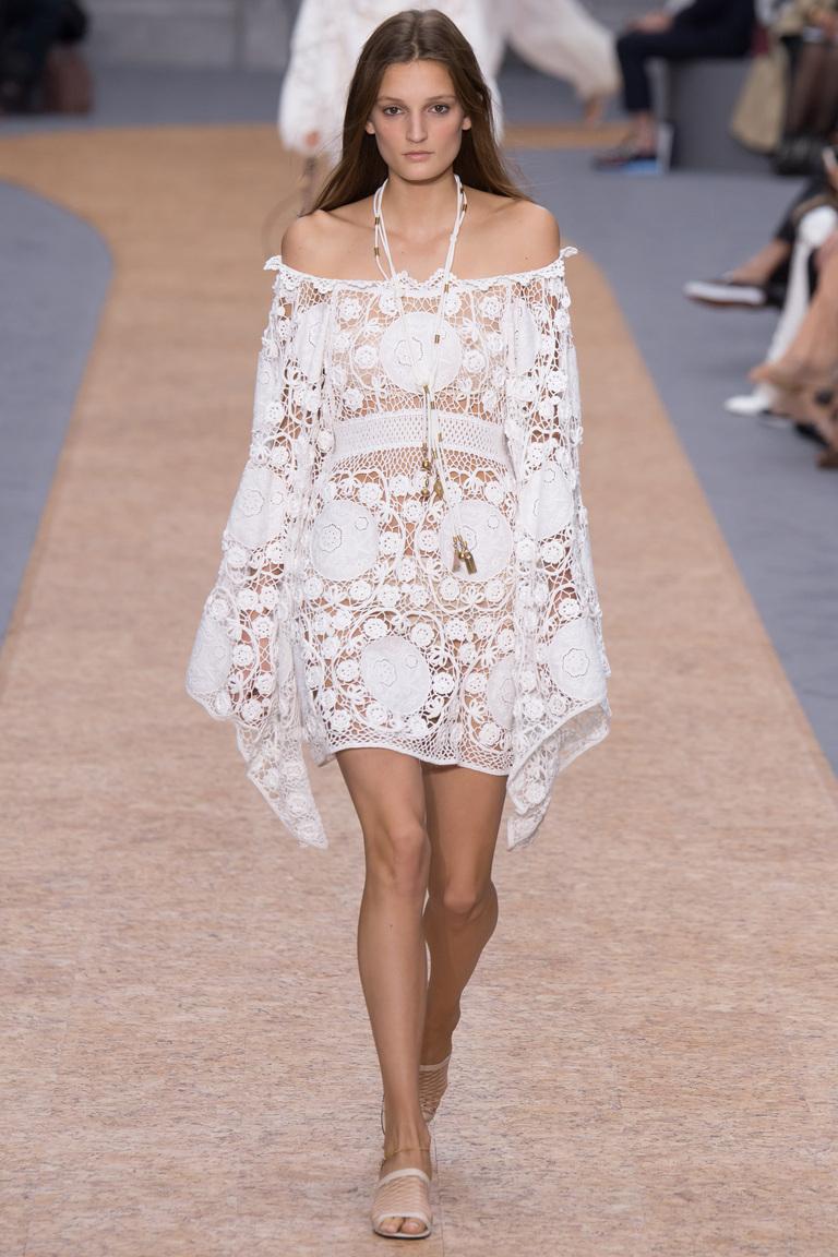 Белое кружевное платье 2016 года – фото новинки в коллекции Chloé