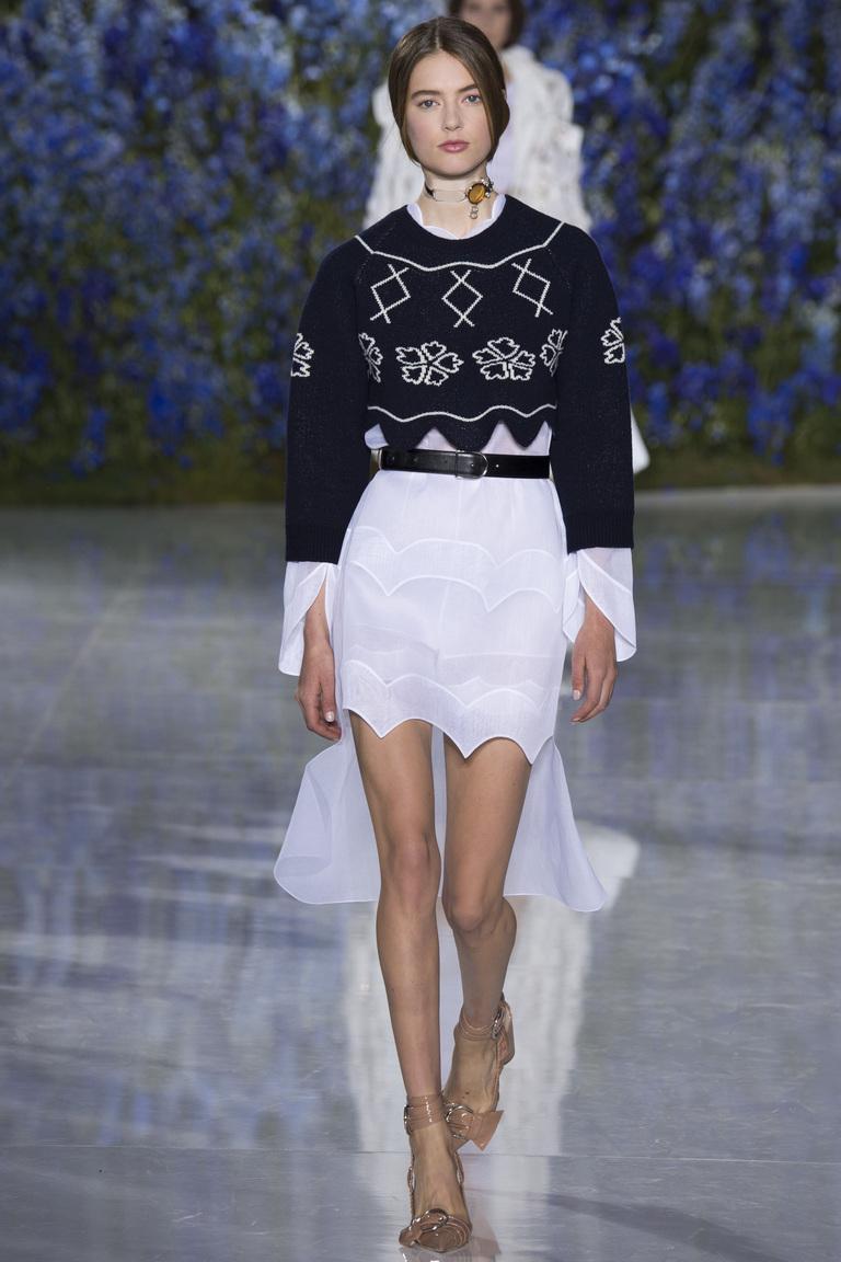 Модный свитер 2016 с короткой юбкой – фото новинка от Christian Dior