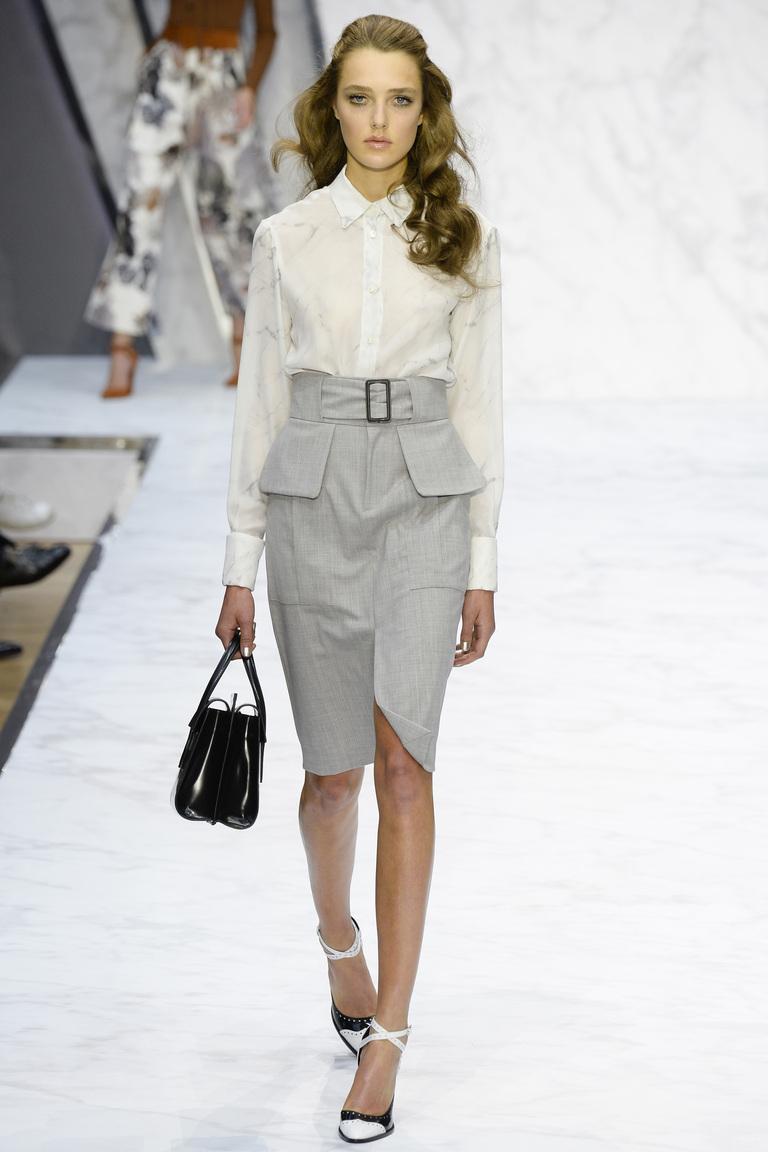 Серая модная юбка карандаш 2016 с белой рубашкой – фото новинка в коллекции Daks