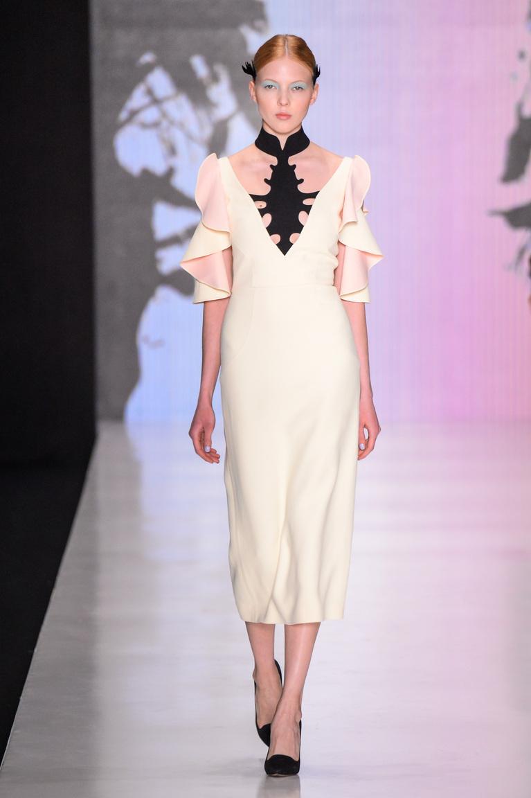 Прекрасный вариант белого платья на каждый день в коллекции 2016 года от Dasha Gauser