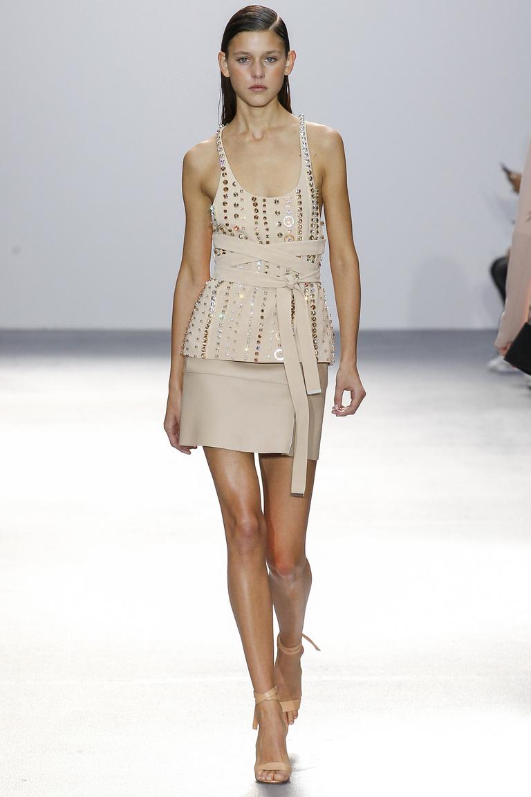 Светлое модное коктейльное платье 2016 – фото новинки от David Koma