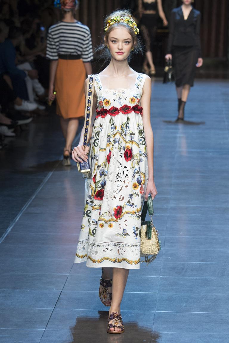 Модное белое платье 2016 с рисунками – фото новинка в коллекции Dolce & Gabbana
