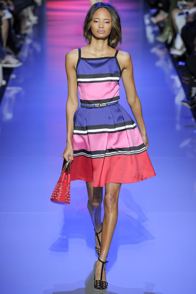 В моде 2016 короткие платья в полоску, как в коллекции Elie Saab