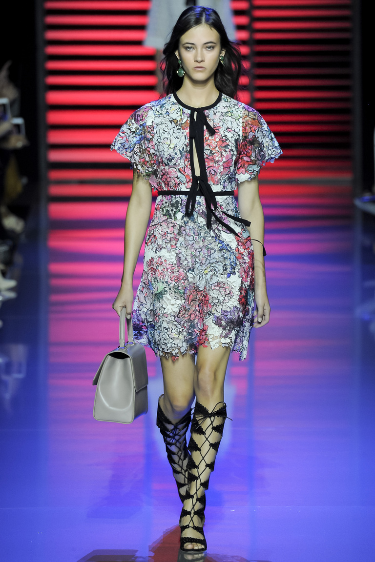 Кружевное модное коктейльное платье 2016 года – фото новинки от Elie Saab