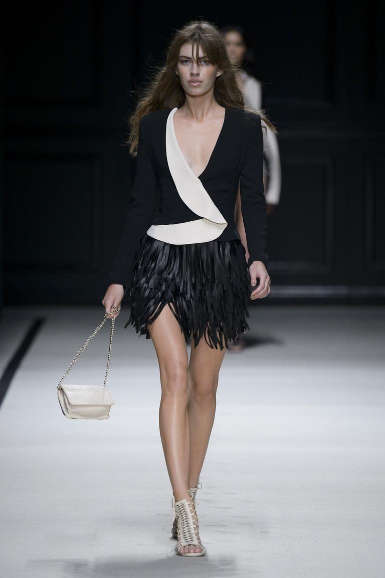 Кожаная модная юбка 2016 с бахромой и пиджаком – фото новинка от Elisabetta Franchi