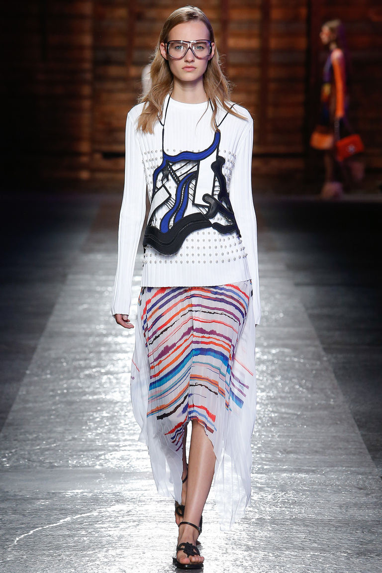 Белый модный свитер 2016 с юбкой в полоску – фото новинка от Emilio Pucci