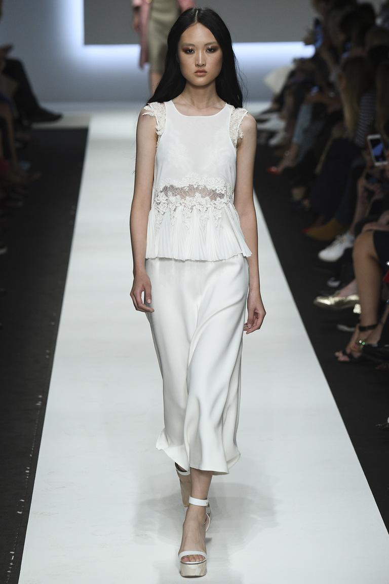 Модное белое платье 2016 – фото новинки от Ermanno Scervino