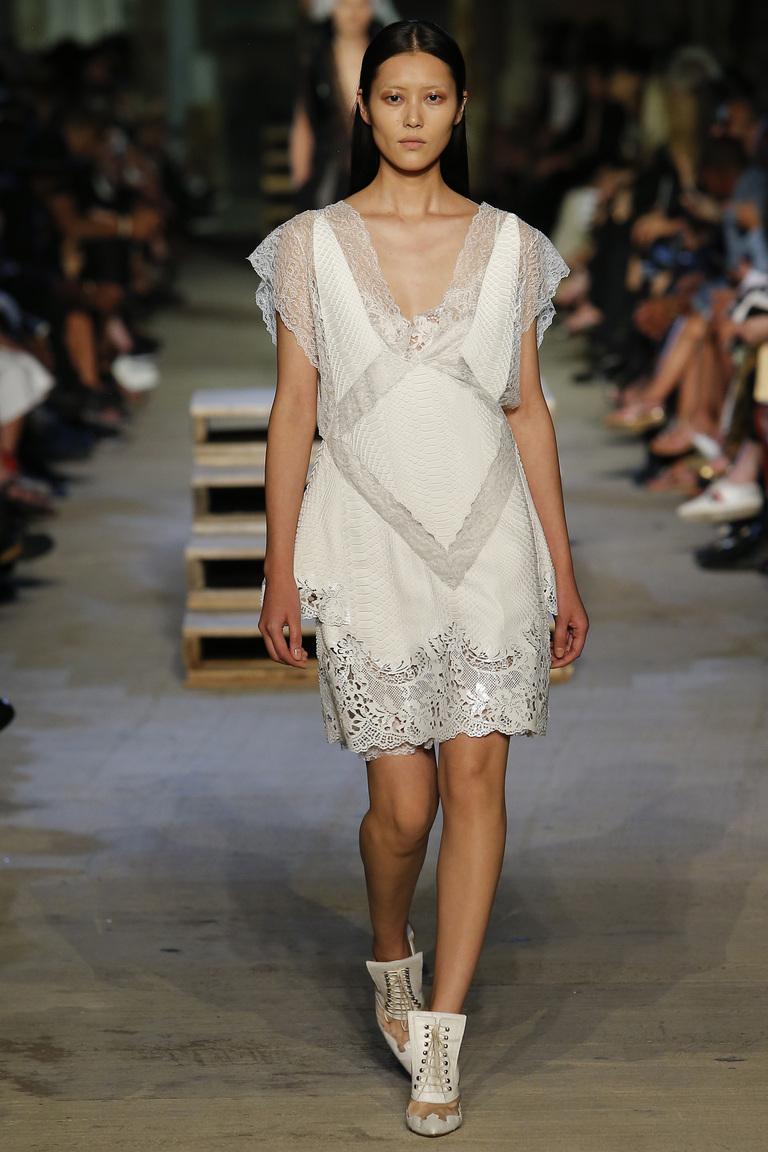 Короткое модное белое платье 2016 – в коллекции Givenchy