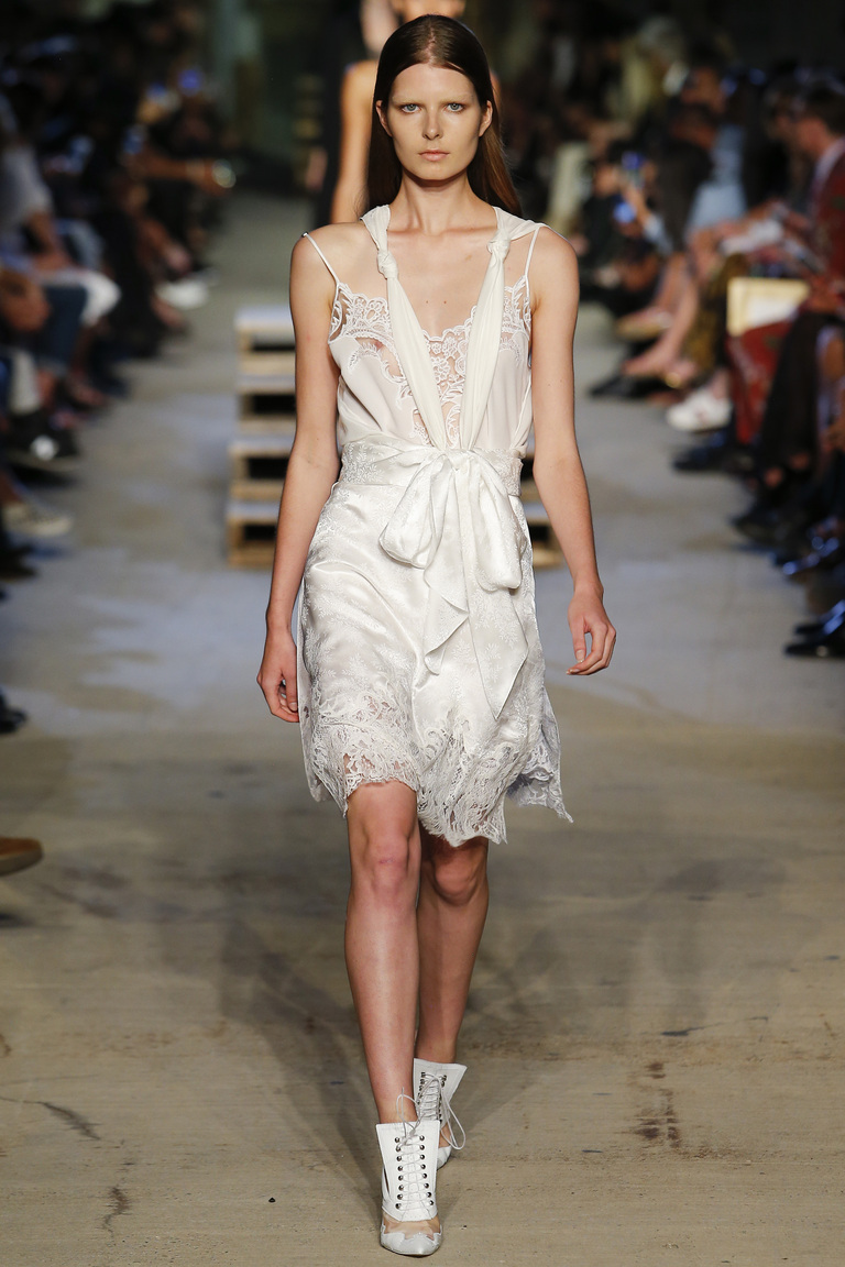 Короткое модное белое платье 2016 – фото новинка в коллекции Givenchy
