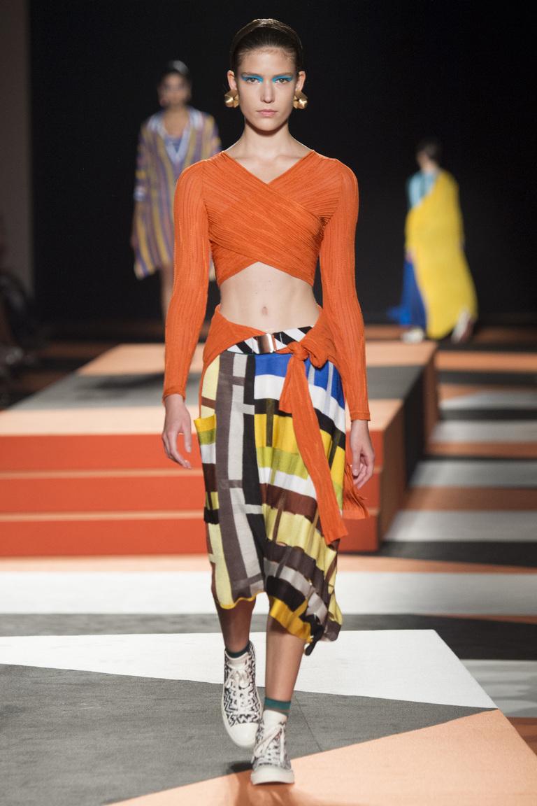 Асимметричная модель модной юбки в клетку 2016 – фото новинка от Missoni