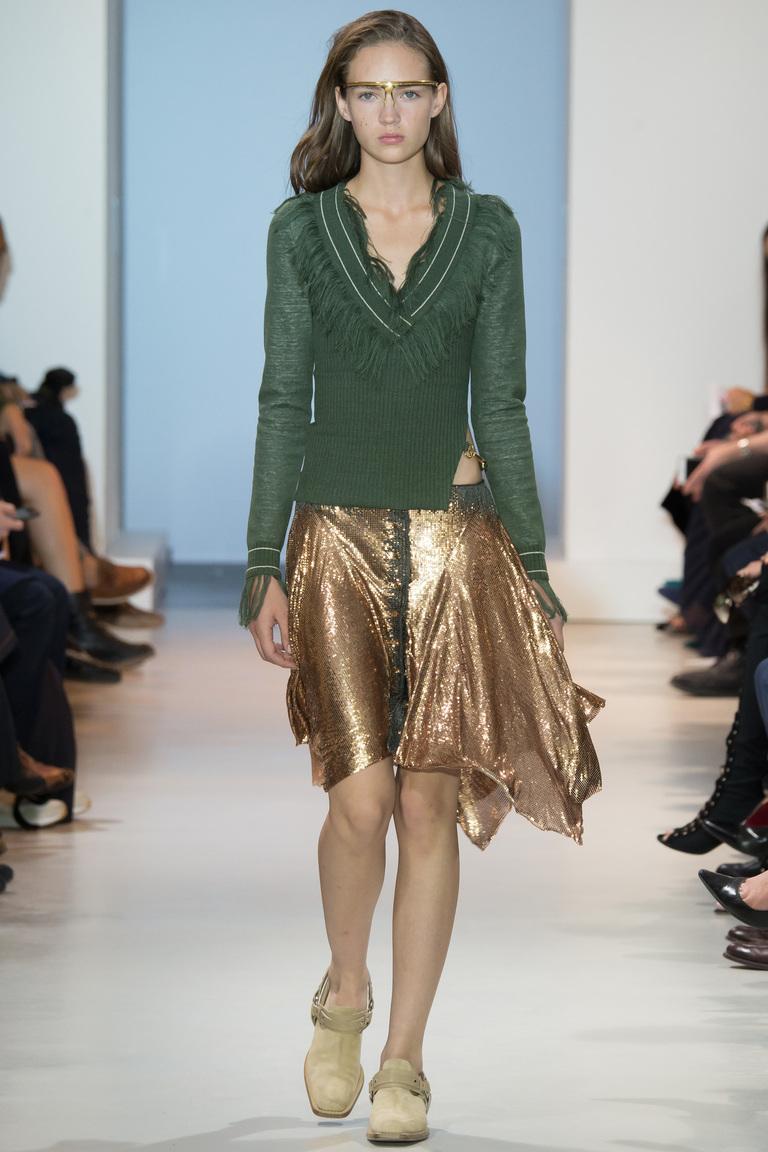 Зеленый модный женский свитер 2016 с золотистой юбкой – фото новинка от Paco Rabanne